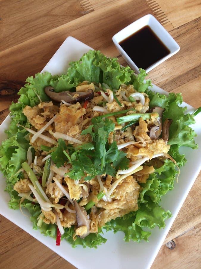 Fritar mexendo o papo dos peixes, culinária tailandesa imagem de stock royalty free