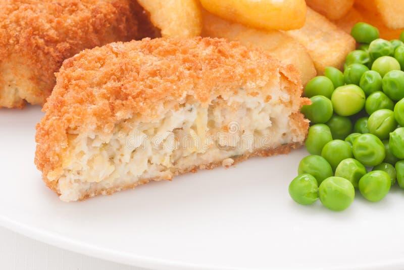 Frites et pois de croquette de poisson photo stock