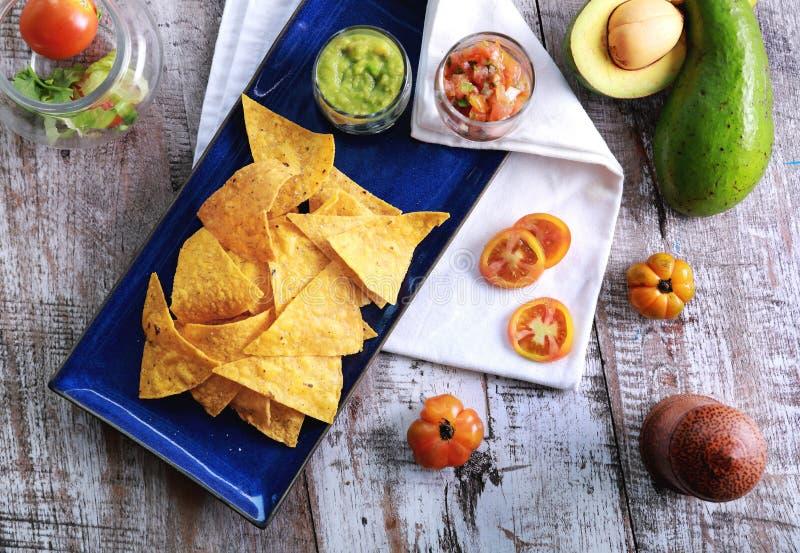 Frites et Salsa mexicains photo stock
