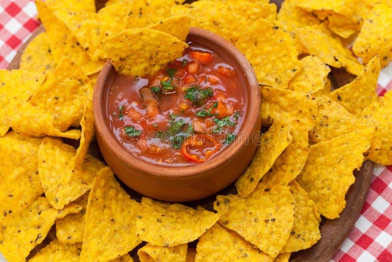 Frites et Salsa mexicains de nacho image stock