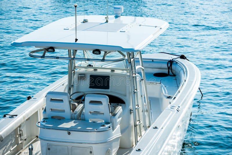 Fritids- fiskebåt fotografering för bildbyråer