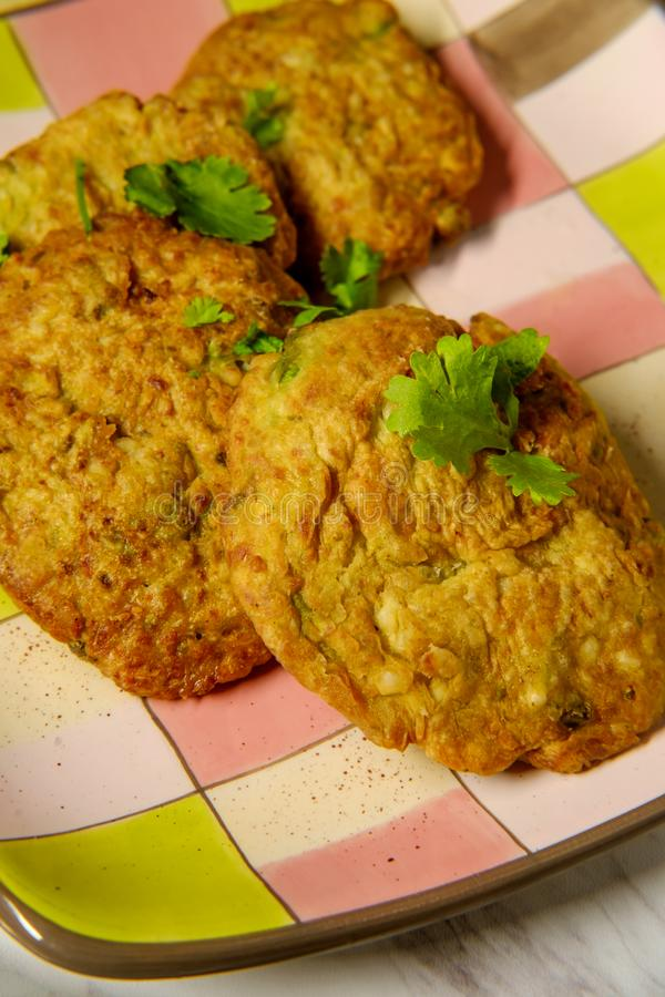 Fritos indianos da couve-flor foto de stock