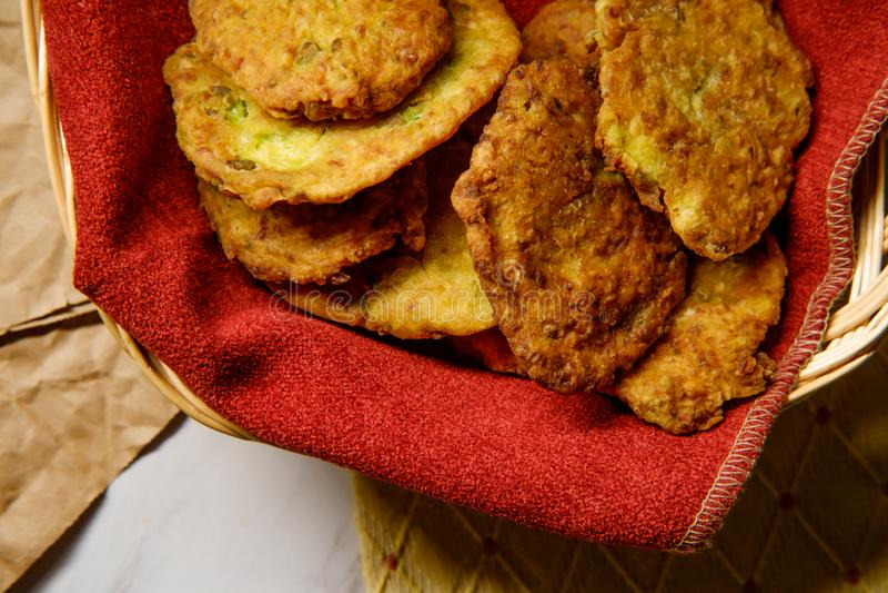 Fritos indianos da couve-flor imagem de stock royalty free