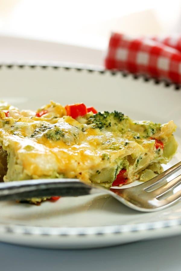 Frittata d'oeufs de fromage de broccoli images stock