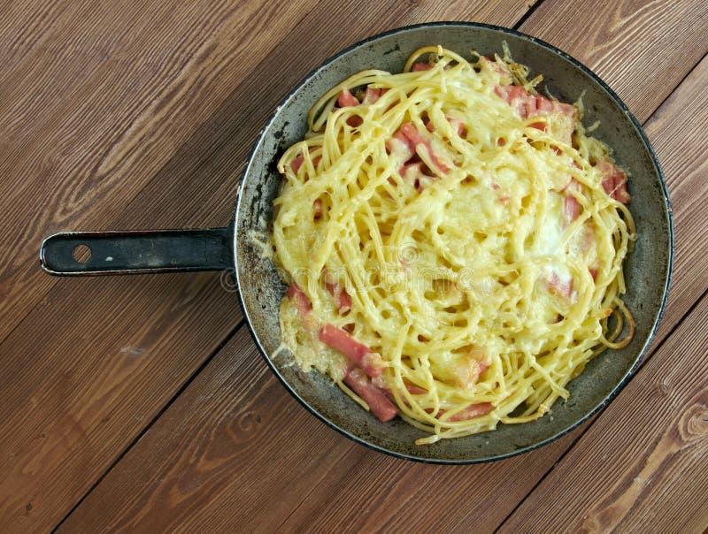 Frittata de los espaguetis con queso de los huevos imágenes de archivo libres de regalías