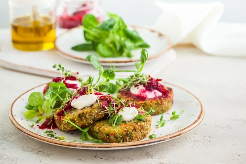 Fritters με quinoa στοκ φωτογραφίες