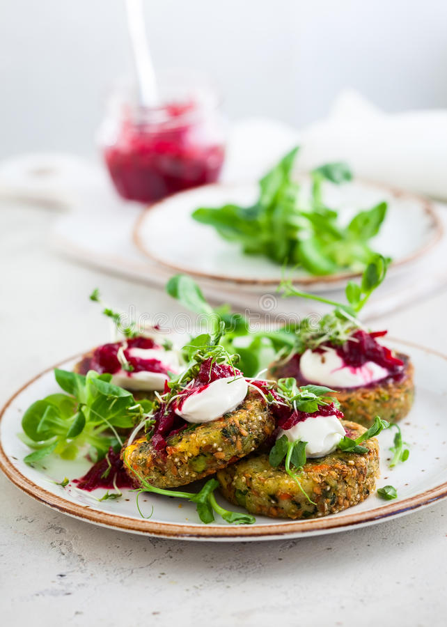 Fritters με quinoa στοκ φωτογραφία με δικαίωμα ελεύθερης χρήσης