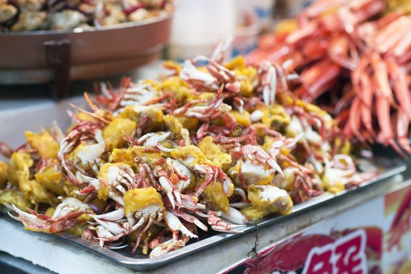 Frittierte harte Oberteilkrabben in Wangfujing-Straße, Peking, China stockfoto