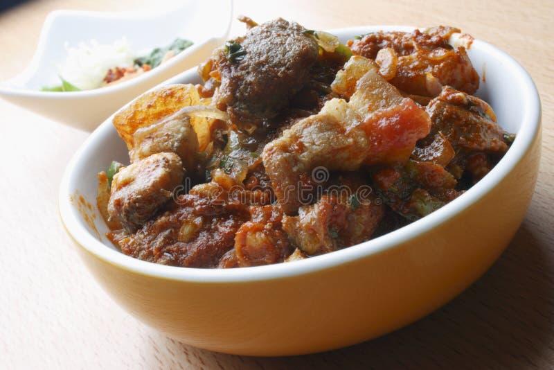 Frittura asciutta della carne di maiale - un piatto da Goa, India fotografie stock