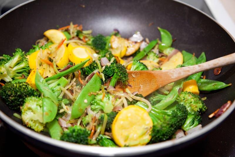 Frittura di verdure sana di Stir immagine stock