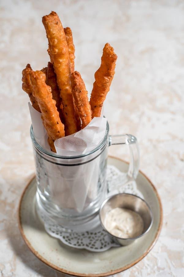 Fritture al forno casalinghe sane della patata dolce con ketchup fotografie stock libere da diritti