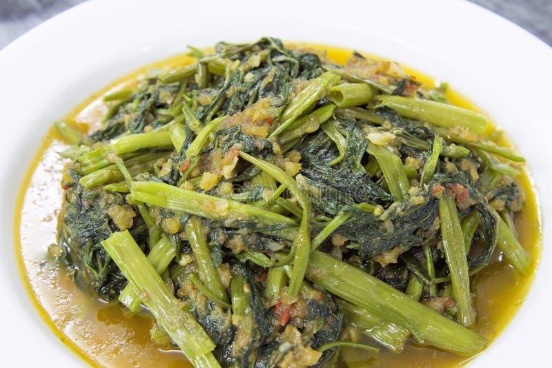Plan rapproché épicé de friture de Stir de légumes de Kangkong photographie stock