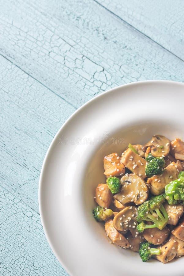 Friture de stir de poulet et de broccoli photos stock