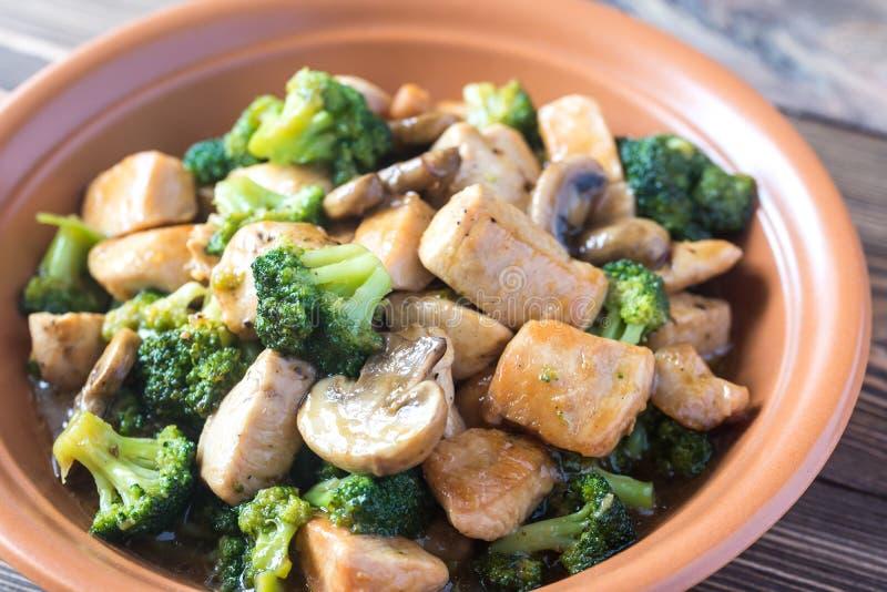 Friture de stir de poulet et de broccoli photo libre de droits