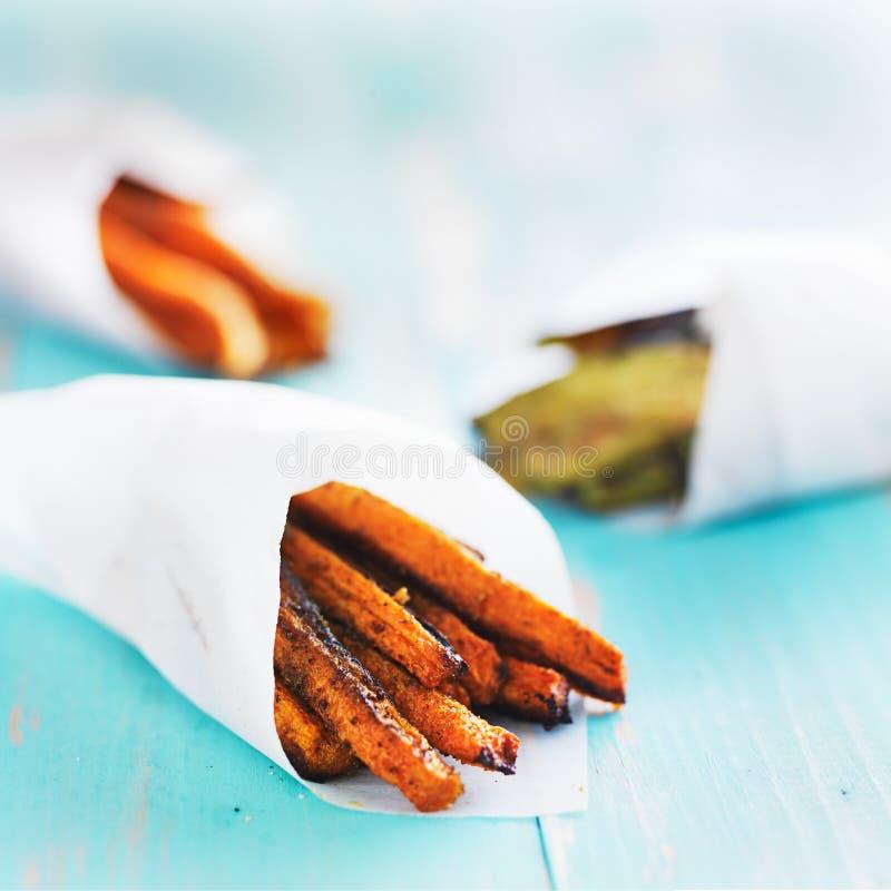 Fritures au curry cuites au four faites maison de carotte photographie stock libre de droits