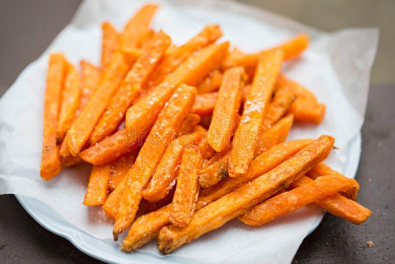 Fritures de patate douce de plat image stock