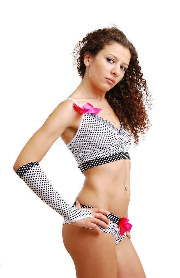 Frizzy Mädchen in der erotischen Kleidung des Polkapunktes mit Bögen lizenzfreies stockfoto