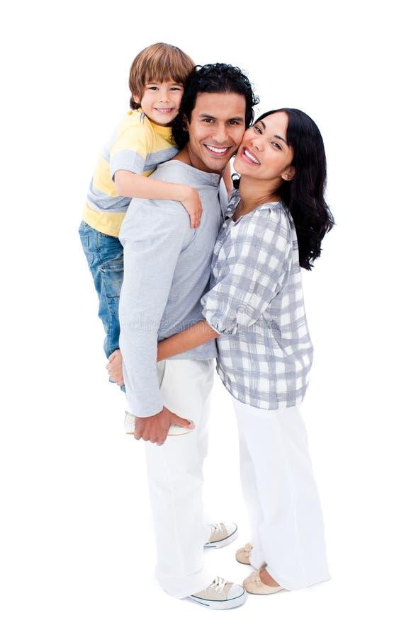 Frohe Familie, die sich umarmt lizenzfreies stockfoto