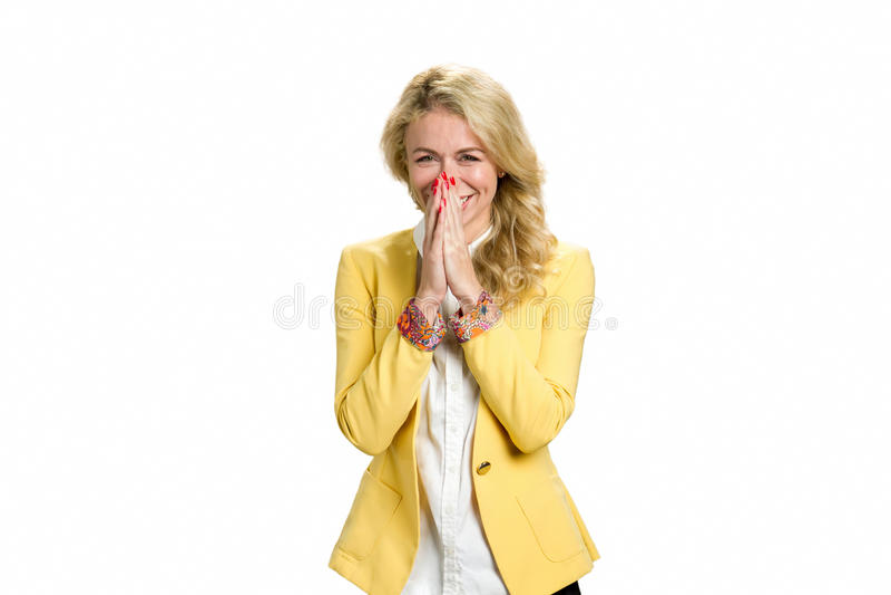 Frohe junge blonde Dame im Gelb lizenzfreies stockfoto