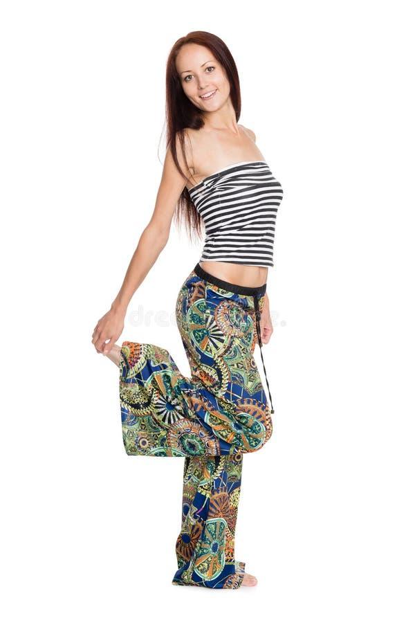 Download Frohe Junge Frau Steht Auf Einem Bein Stockbild - Bild von kaukasisch, getrennt: 47101529