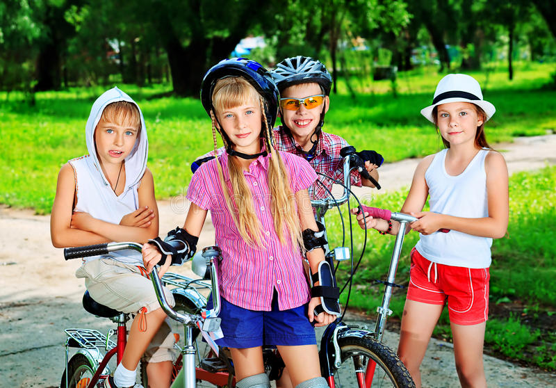 Frohe Kinder stockfotografie