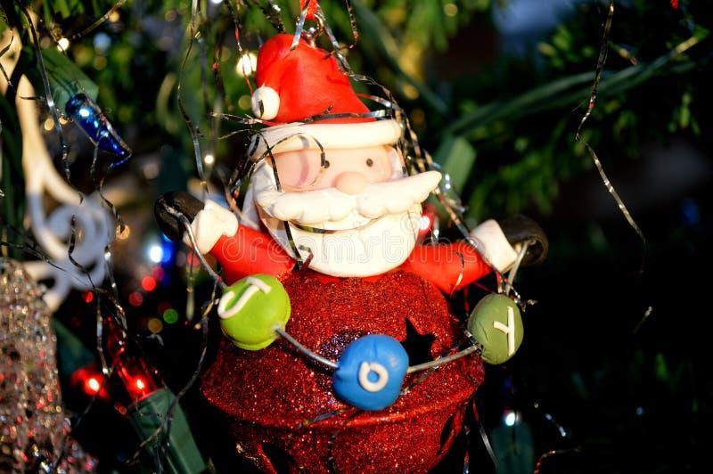 Frohe Santa Christmas-Baumverzierung stockbilder