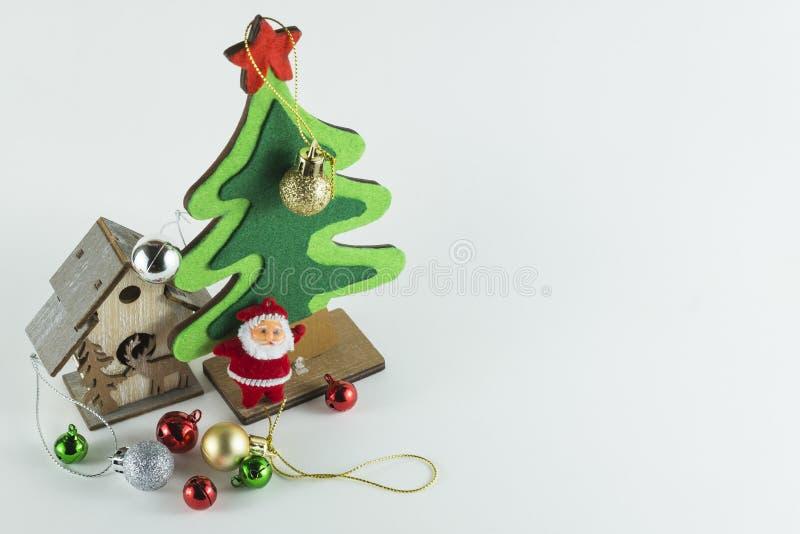 Frohe Weihnachten und guten Rutsch ins Neue Jahr, Weihnachtsbaum simulieren auf Whithintergrund stockbilder