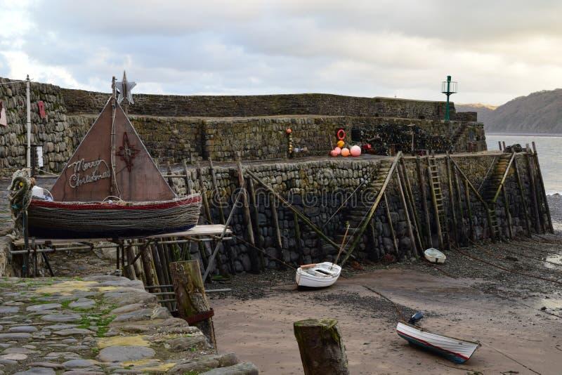 Frohe Weihnachten von Clovelly-Hafen, Devon lizenzfreie stockbilder