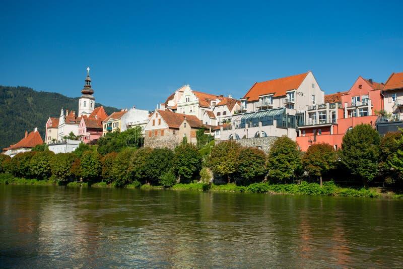 Frohnleiten Río de la MUR en Estiria, Austria fotos de archivo