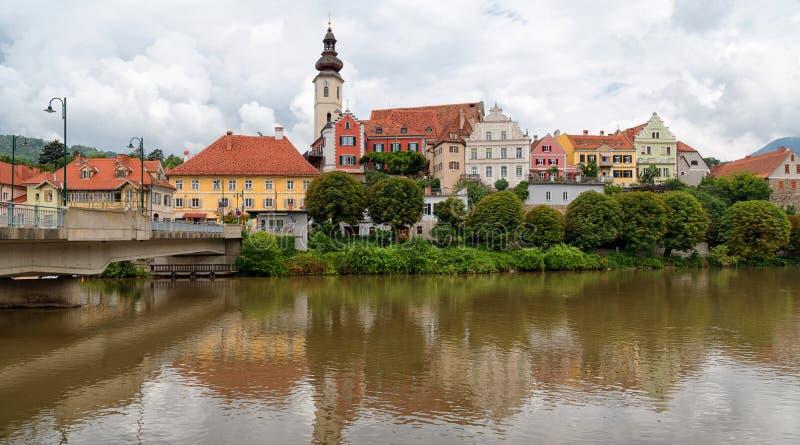 Frohnleiten Vue panoramique de la vieille ville et de la MUR de rivière, Autriche photo stock