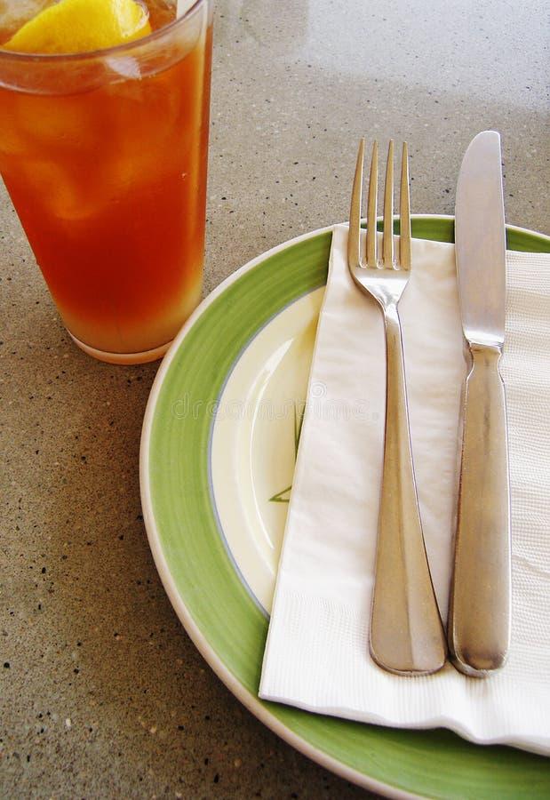 Froid de thé de citron, configuration de table photographie stock libre de droits