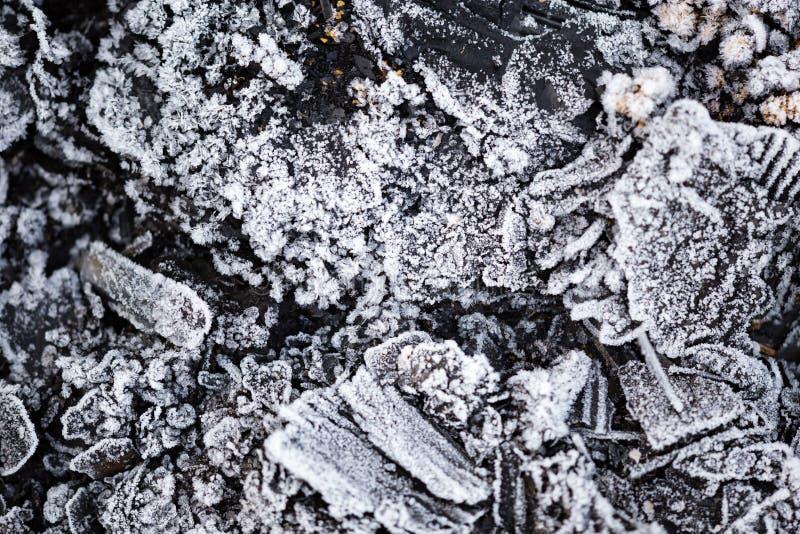 Froid glacial sur les charbons noirs comme fond photographie stock libre de droits