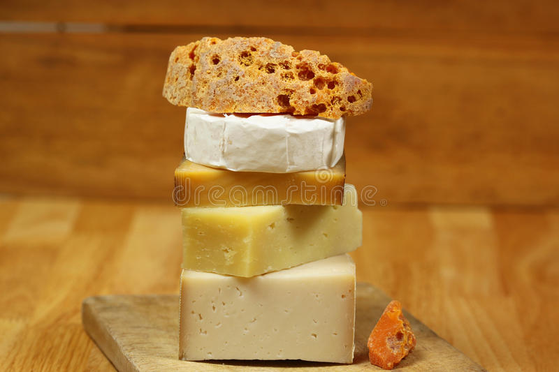 Fromage à bord photo stock