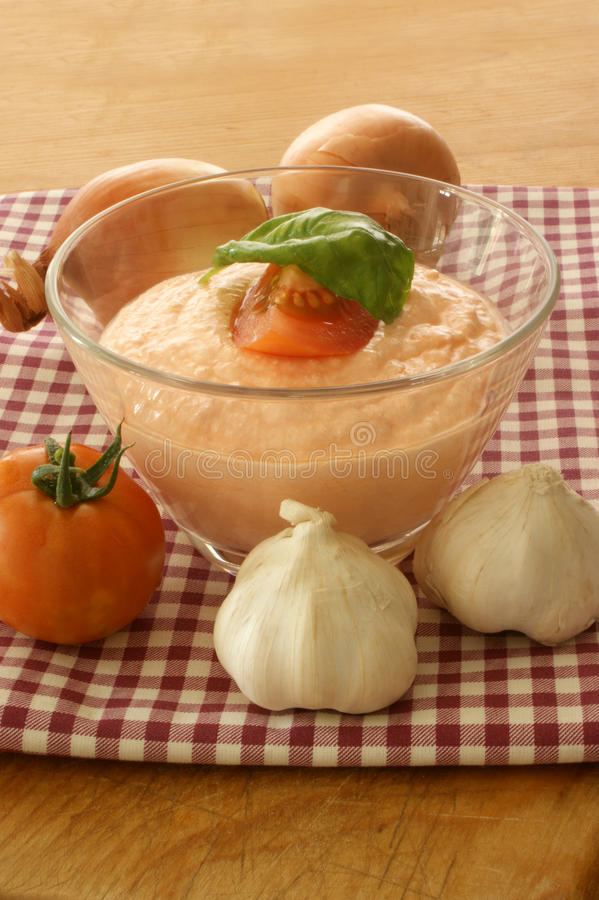 Fromage blanc avec la tomate image stock