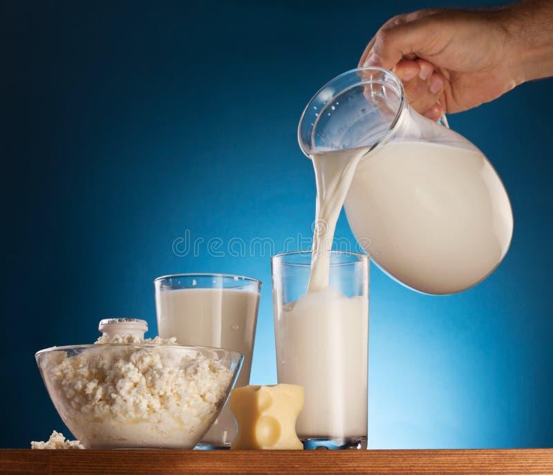 Fromage de lait et blanc. photos libres de droits