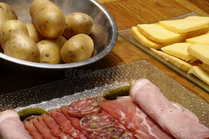 Fromage De Raclette Avec Des Viandes (jambon, Saucisse) Et ...