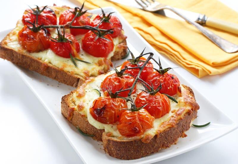 Fromage et tomate grillés images libres de droits