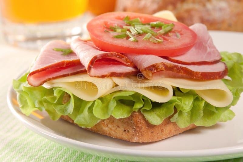 Fromage frais et sandwich au jambon photographie stock libre de droits