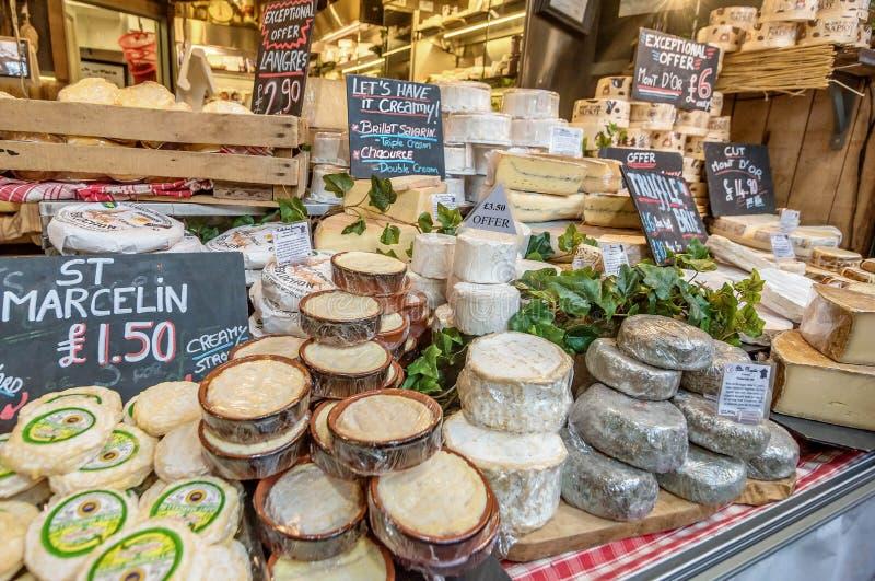 Fromage se vendant au marché de ville à Londres, Royaume-Uni photo libre de droits