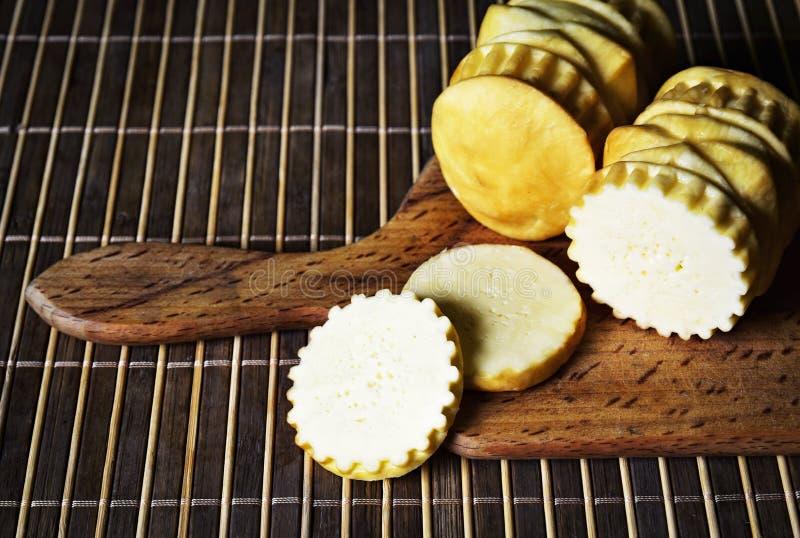 Fromage traditionnel de moutons de plat image stock