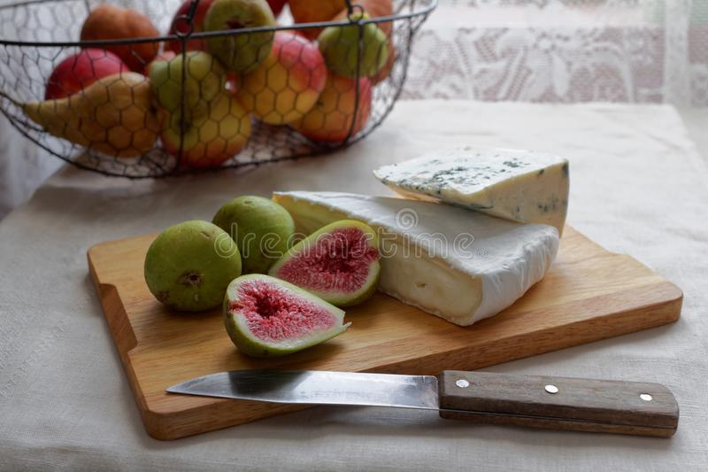 Fromages et figues image stock