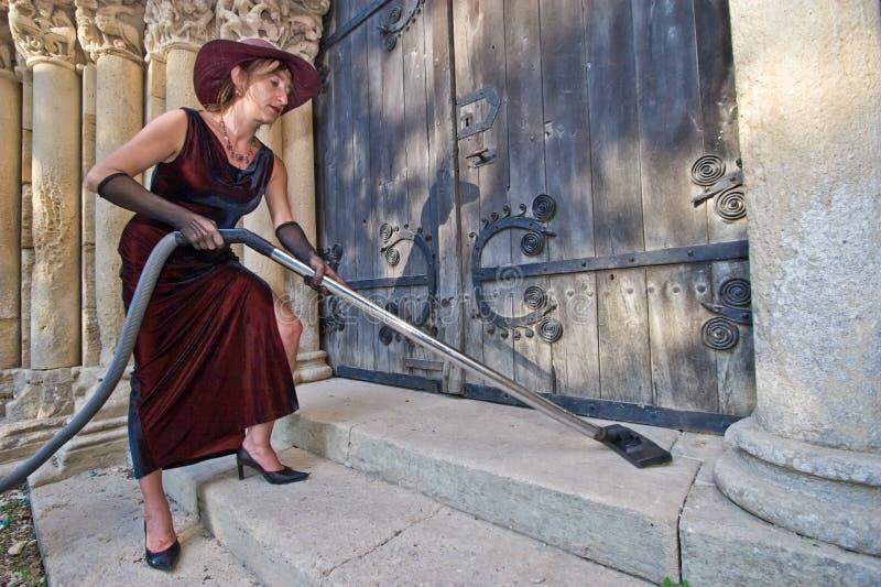 Fromme Reinigungsmittelfrau lizenzfreie stockfotos