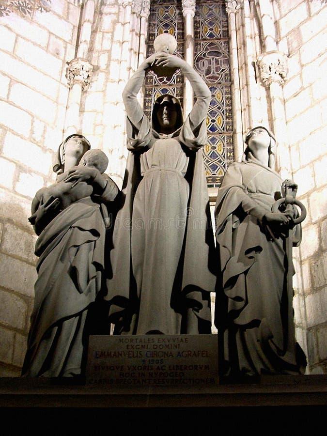 Fromme Statue von drei Frauen (eingelassen einer Kirche) stockbild