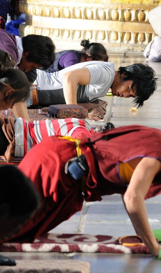 Frommes Tibet-Gebet im jokhang Tempel lizenzfreies stockbild