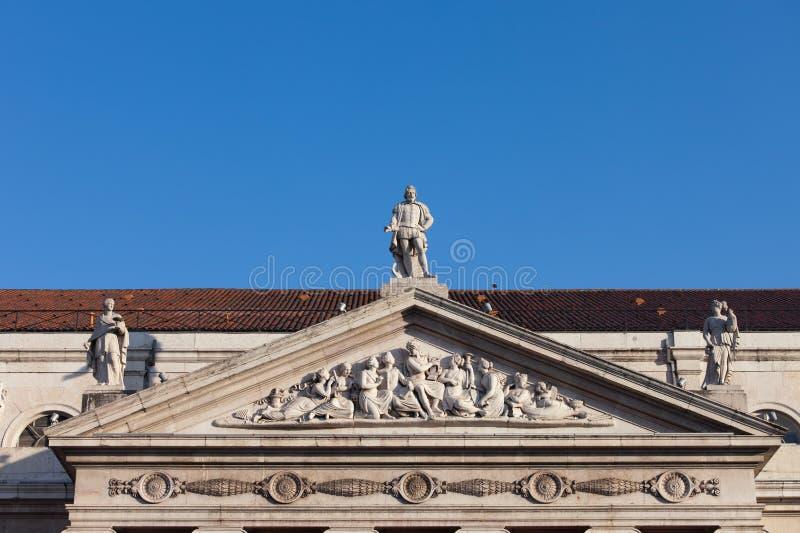 Frontón del teatro nacional de Dona Maria II en Lisboa fotografía de archivo libre de regalías