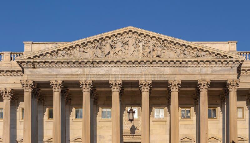 Frontón escultural sobre la entrada en el U S Edificio del capitolio fotos de archivo libres de regalías