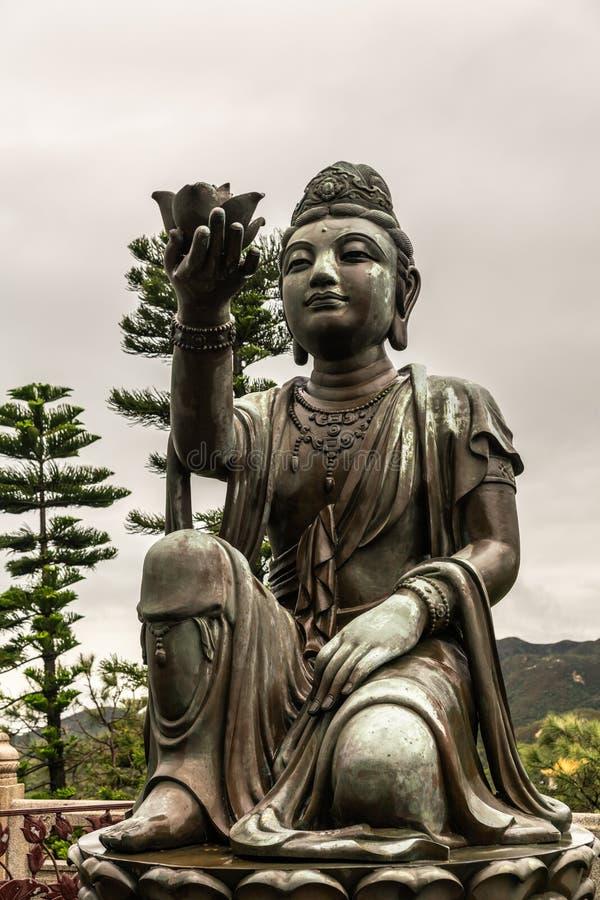 Front Closeup, einer des sechs Devas, das Tian Tan Buddha, Hong Kong China anbietet stockfoto