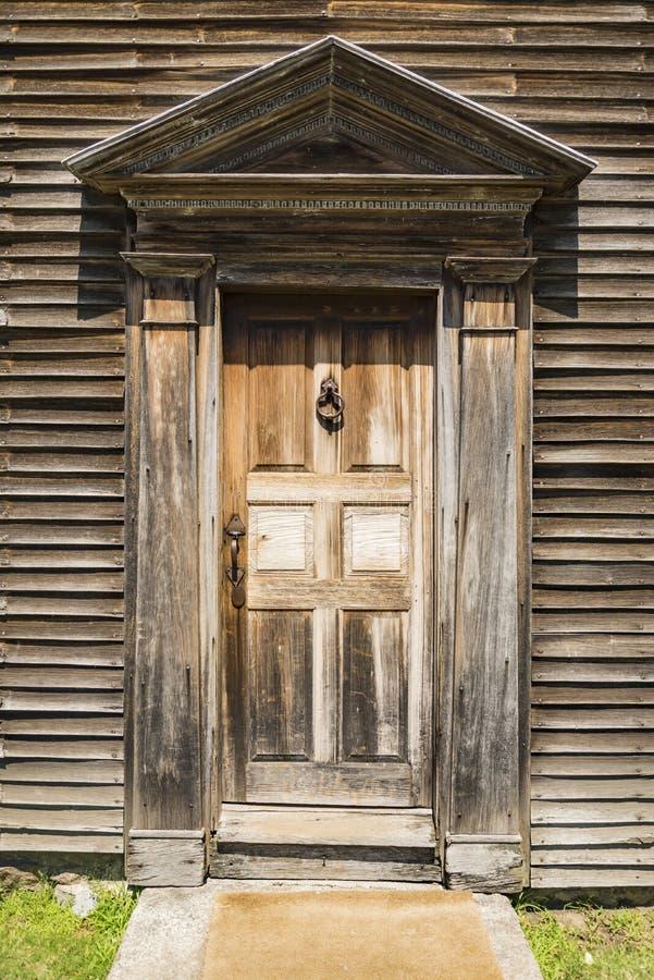 Front Door de una casa en Nueva Inglaterra imagenes de archivo