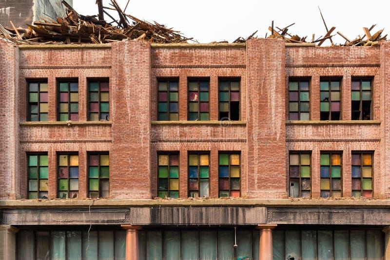 Front Facade av gammal byggnad som demoleras i i stadens centrum Porland ELLER royaltyfri foto
