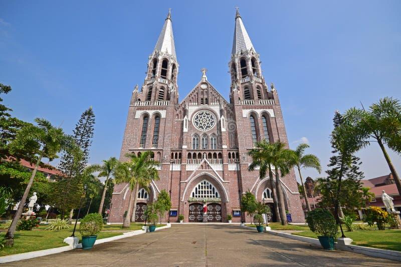 Front Facade della cattedrale di Marys del san a Rangoon Myanmar fotografia stock